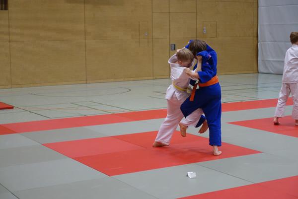 Randori als Übungs- und Spielkampf funktioniert auch zwischen sehr unterschiedlichen Gegnern.